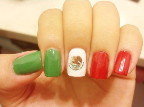 tutoDiseños-de-uñas-para-el-Día-de-la-Independencia-de-México2