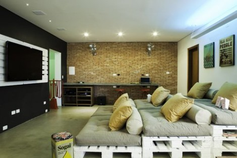recycled-600-sq-feet-office-brazil-1.jpg.492x0_q85_crop-smart