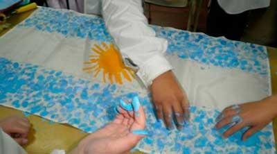 Banderas argentinas ideas de c mo hacerlas con material for Banderas decorativas para jardin