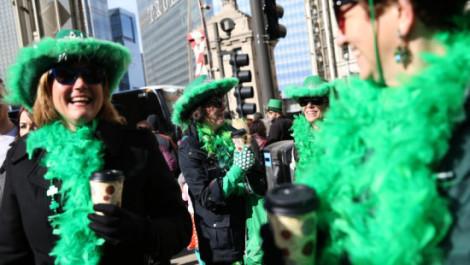 Residentes-de-Chicago-y-turistas-se-vistieron-de-verde-para-festejar-el-desfile-de-San-Patricio-en-esa-ciudad.-ABEL-URIBE-CHICAGO-TRIBUNE-860x484