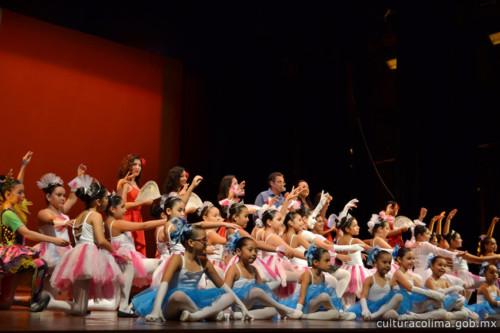 El-Teatro-Hidalgo-presentó-muestra-de-danza-clásica-árabe-y-del-Pacífico-dentro-del-Festival-de-Talleres-de-Artes-y-Artesanías-5