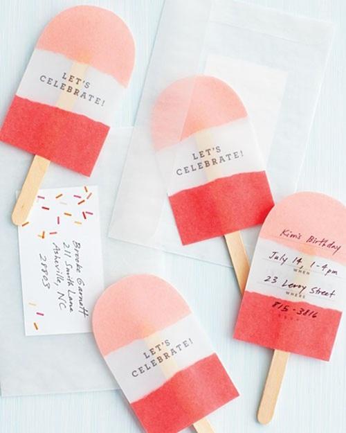 un-polo-de-fresa-contiene-la-invitación