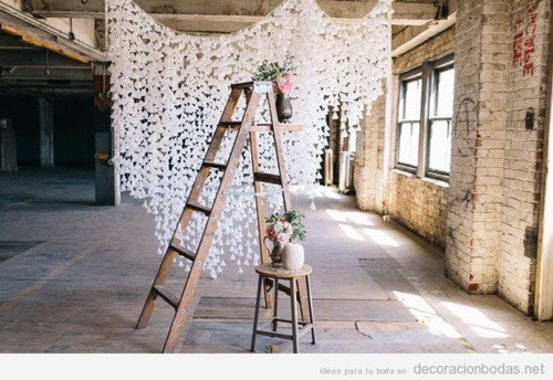 decoracion-boda-diy-cortina-pompones-papel