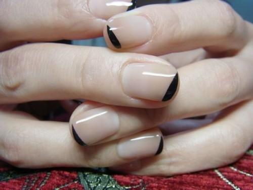 diseño-de-uñas-naturales-nude-con-negro