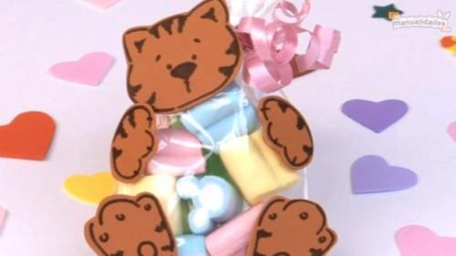 manualidades-para-el-dia-del-niño-en-goma-eva-bolsitas-de-dulces