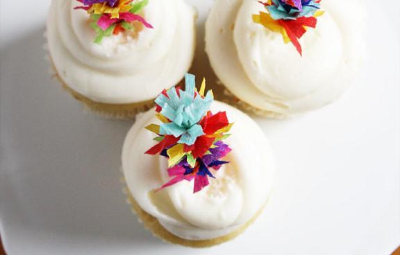 como-decorar-cupcakes-con-banderillas-caseras