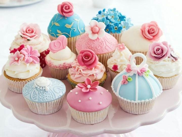 decoracion-de-cupcakes-colores-diferentes