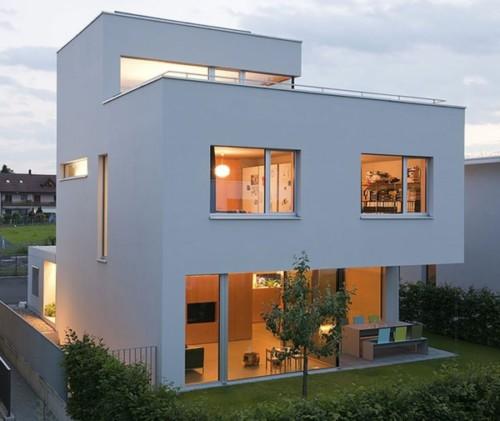 Fachadas de casas peque as y modernas que te inspiraran for Fachadas de casas con ventanas blancas